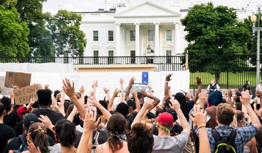 Protestas por asesinato de George Floyd llegan hasta la Casa Blanca