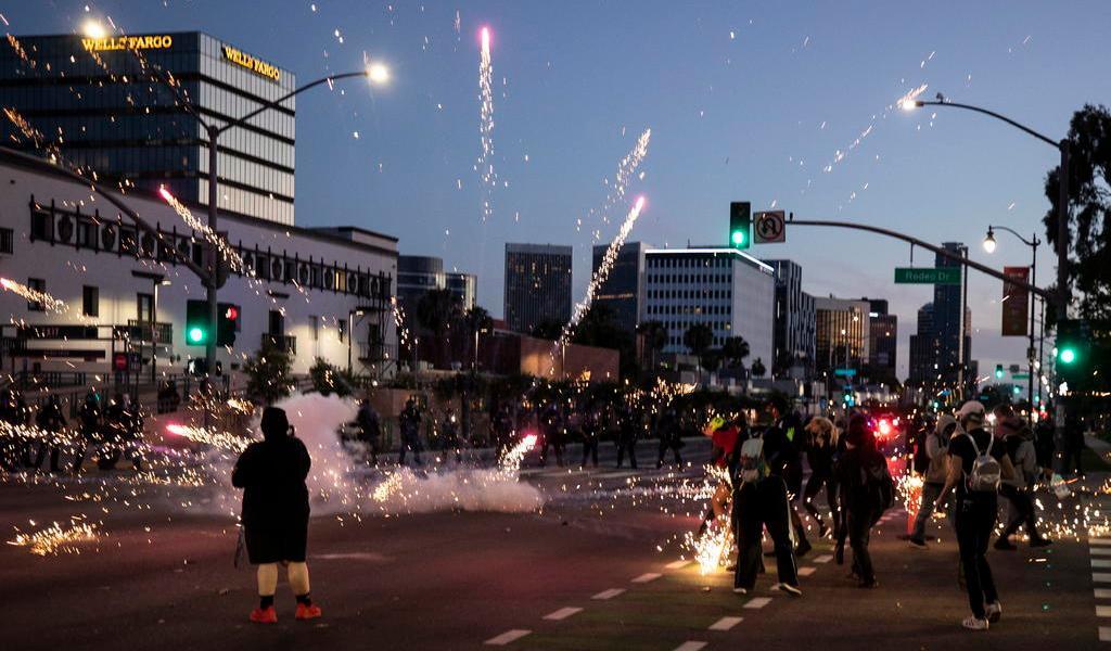 Prevén pico de contagios de COVID-19 en EUA por protestas masivas