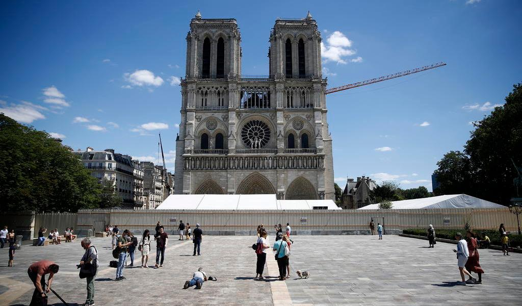 Reabre Notre Dame su explanada