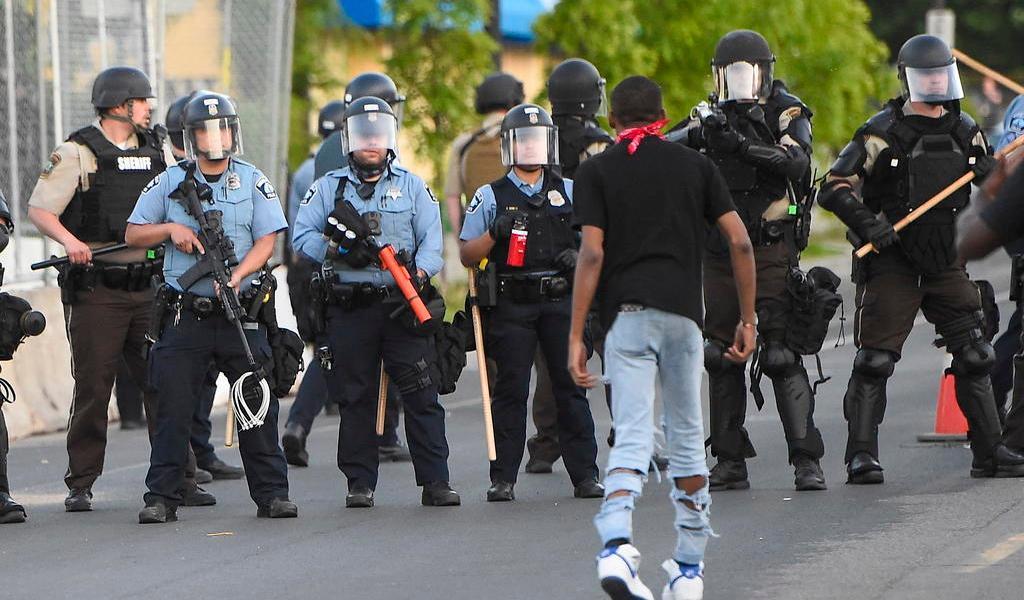 Extienden toques de queda y despliegues ante protestas en EUA