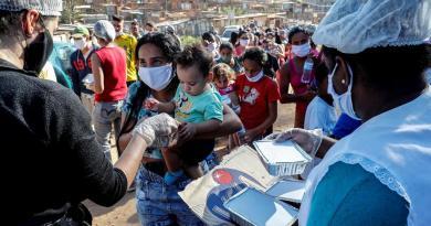 De narcos a familias ricas, los fraudes en las ayudas del COVID-19 en Brasil