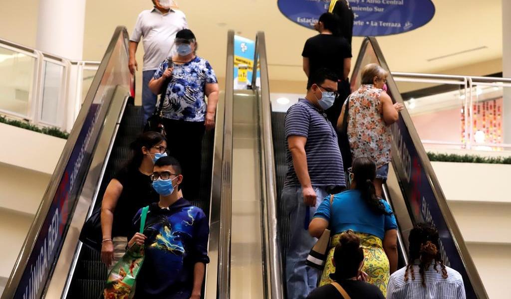 Nuevos contagios de COVID-19 ocasionan polémica en Puerto Rico
