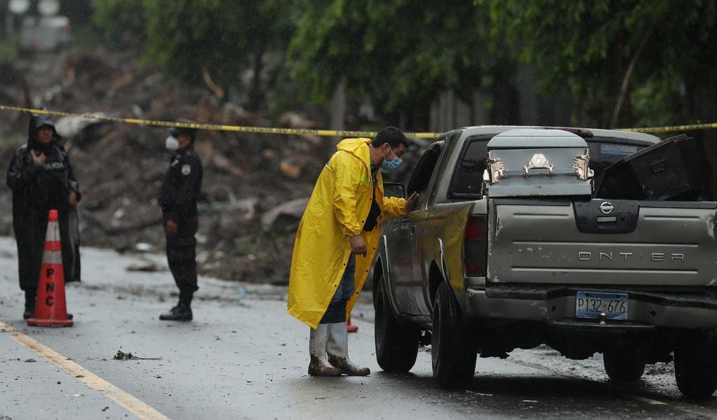 Sube el numero de muertos por lluvias en El Salvador
