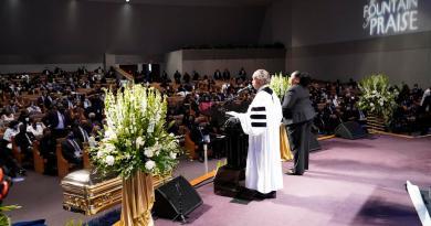 Despide EUA a George Floyd con funeral privado