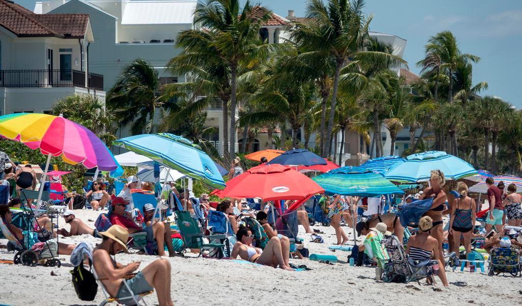 Supera Miami los 20 mil casos de COVID-19; celebra la apertura de playas