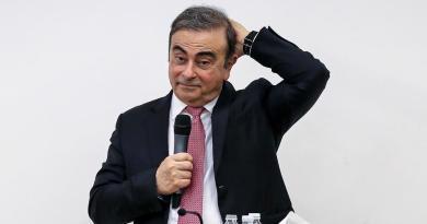 Japón pide extraditar a 2 que ayudaron a Ghosn