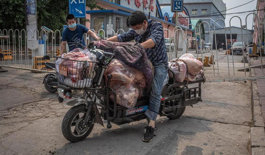 Nuevo brote de COVID-19 en principal mercado de Pekín dispara alarmas en China