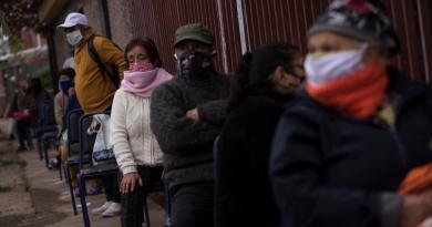 Podría Chile duplicar muertes por COVID-19 en 3 meses: expertos