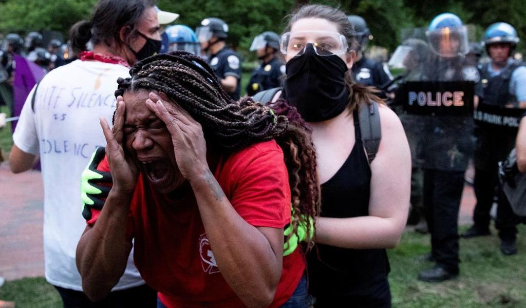 Evitan policías derribo de estatua frente a la Casa Blanca de Andrew Jackson