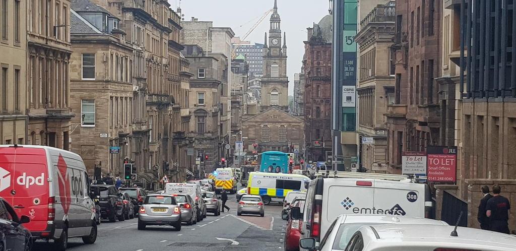 Muere hombre abatido por la Policía tras ataque en hotel de Glasgow