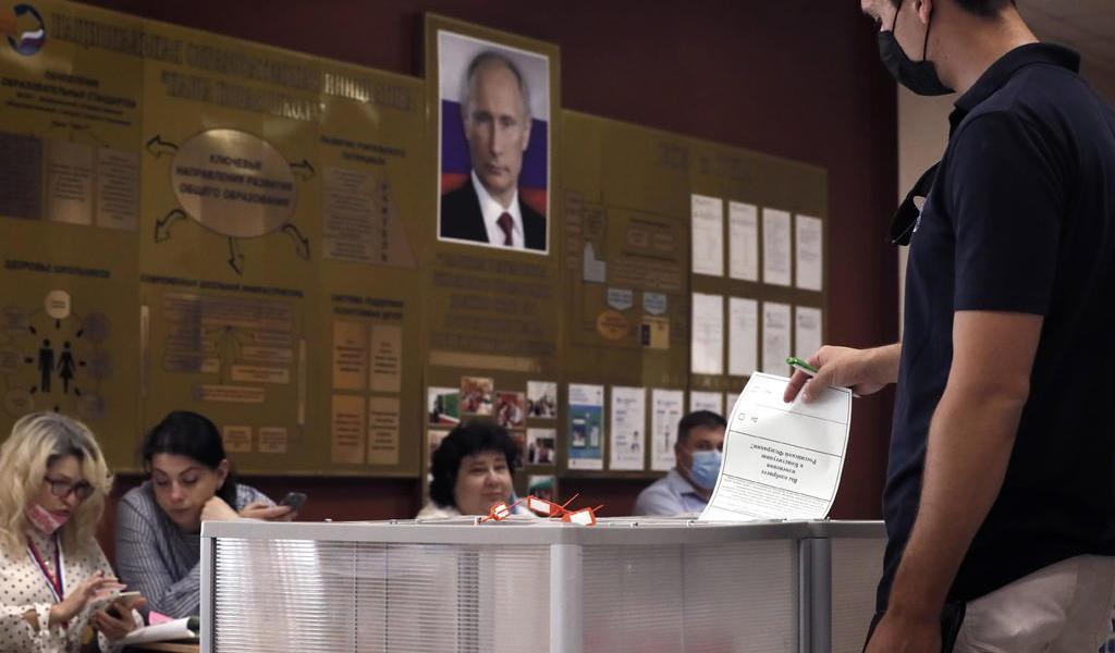 Cierran las urnas en Rusia tras decisiva votación sobre la Constitución