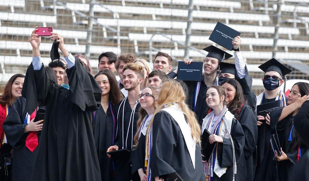 Estudiantes extranjeros en EUA serán obligados a irse si sus clases son en línea