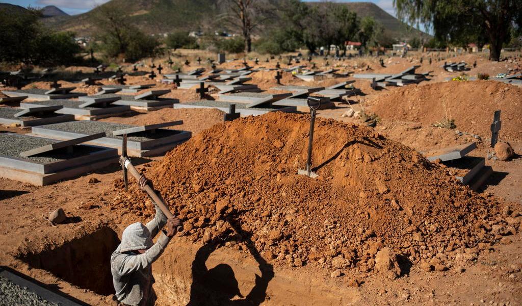 Prepara Sudáfrica más de 1.5 millones de tumbas por la pandemia de COVID-19