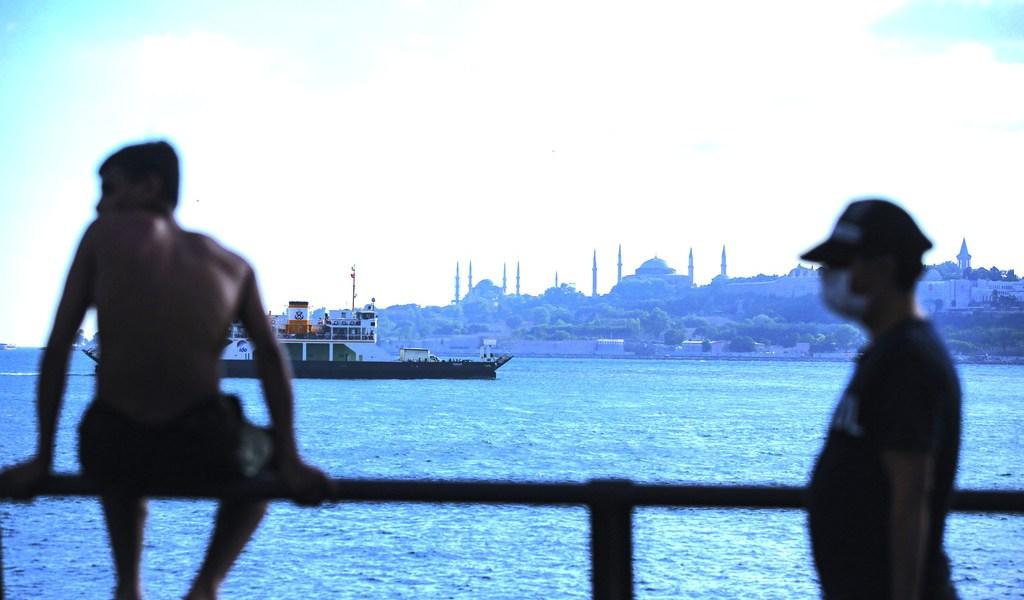 Aprueba Turquía ley que amenaza a los abogados