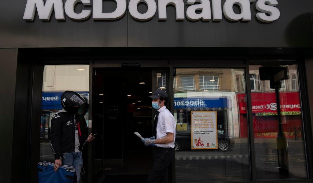 McDonald's requerirá cubrebocas en todos sus restaurantes de EUA