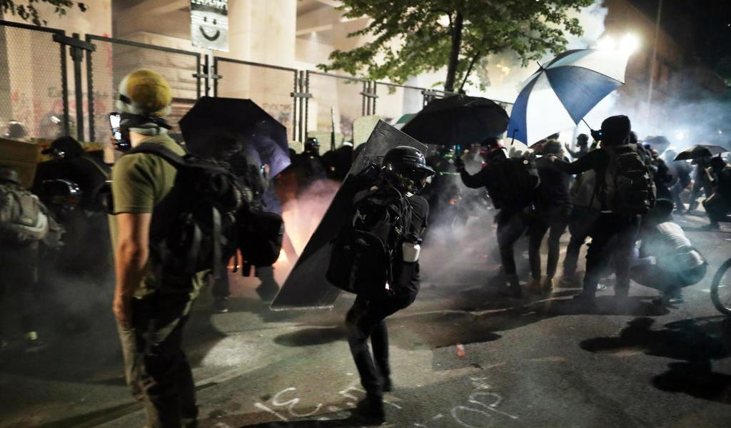 Continúan en Portland los choques entre manifestantes y fuerzas de seguridad