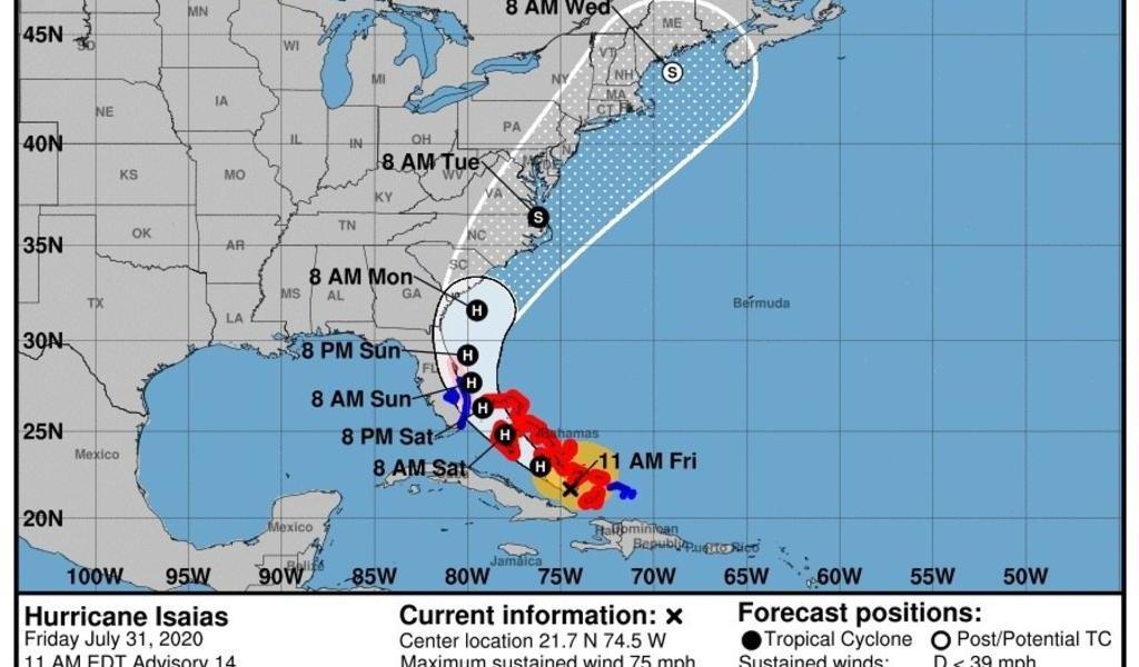 'Isaías' toca tierra en isla de Bahamas y bajan vientos máximos rumbo a Florida