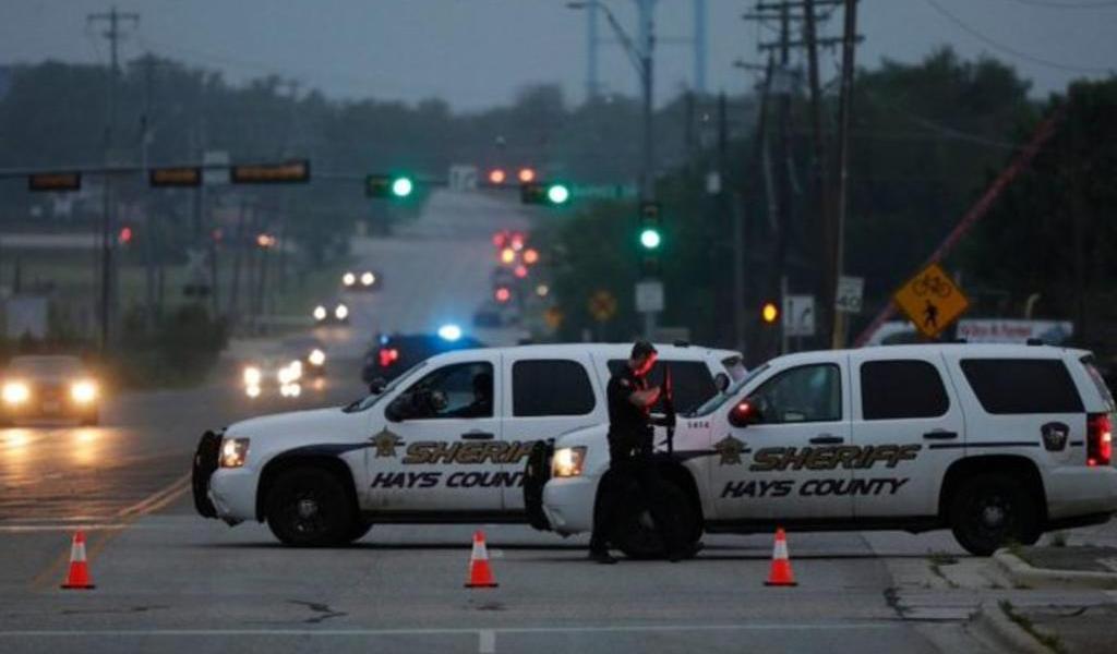 Comisionado municipal de Texas muere en tiroteo con policía