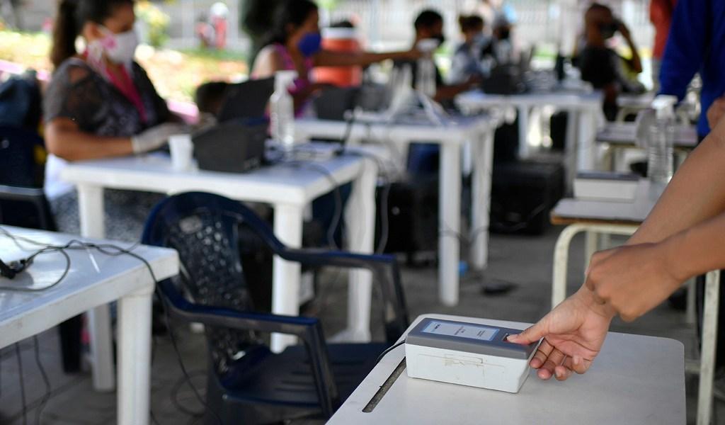 Sigue proceso electoral venezolano pese a virus