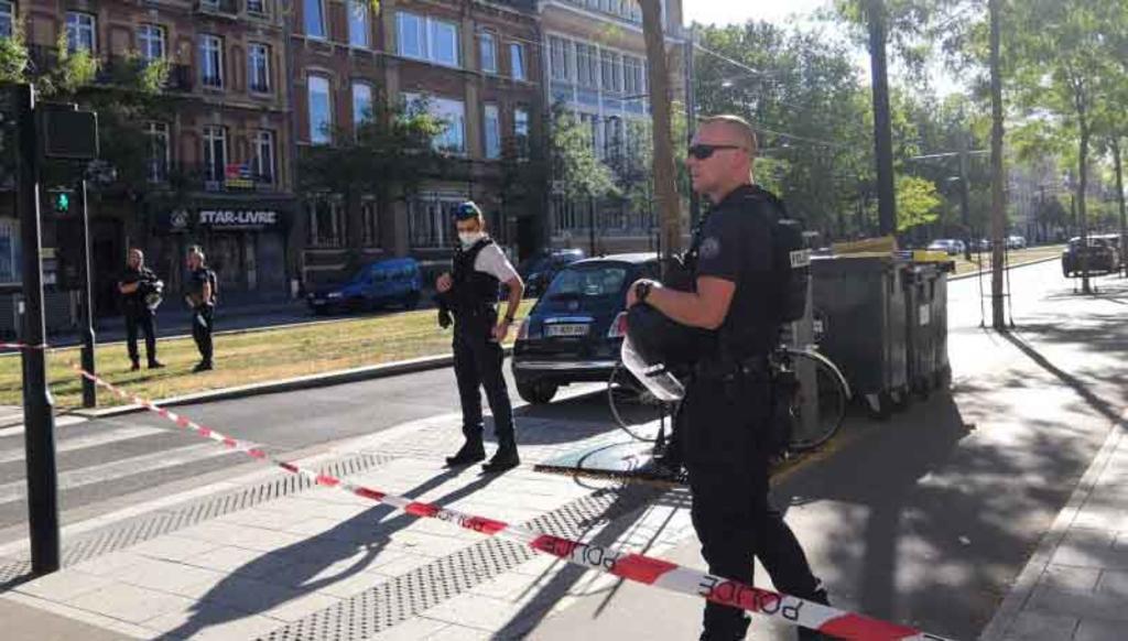 Hombre armado retiene a varias personas en un banco de Francia