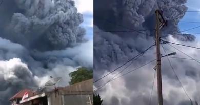 VIDEO: Volcán Sinabung de Indonesia entra en erupción