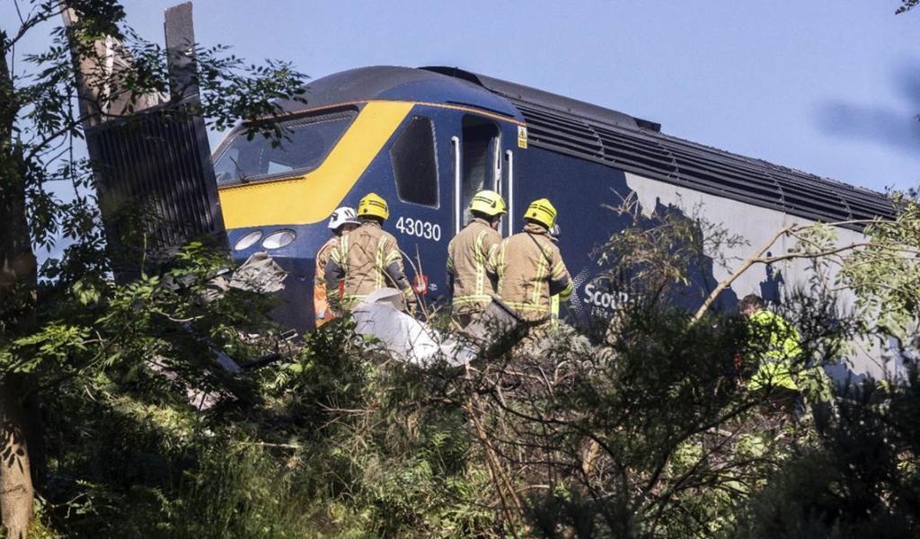 Descarrila tren de pasajeros en Escocia