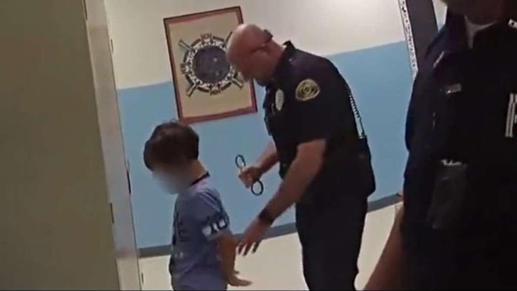 Demanda madre a ciudad de Florida por arresto de su hijo de 8 años