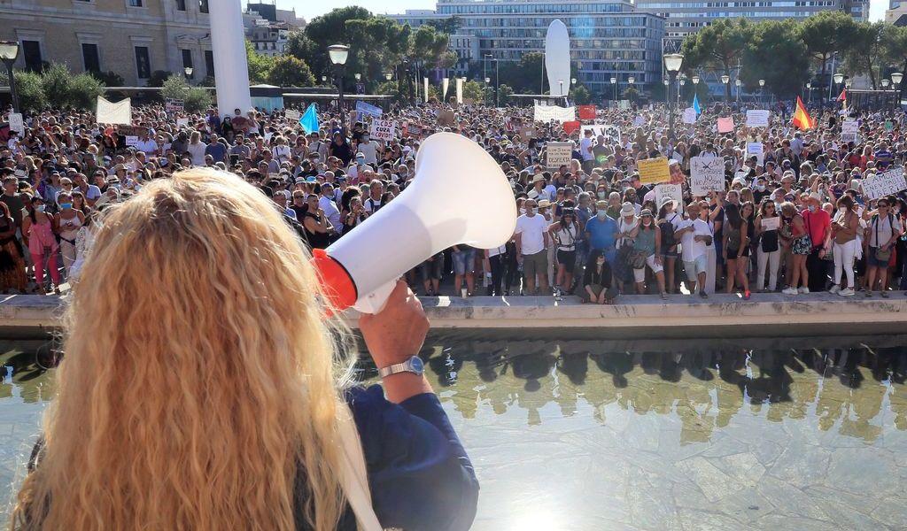 Protestan en Madrid contra los tapabocas