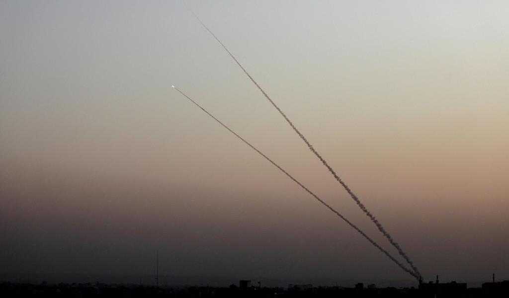 Lanzan palestinos un cohete desde Gaza contra Israel