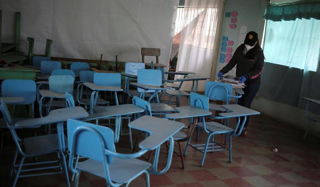 Por COVID-19, El Salvador suspende clases presenciales el resto del 2020