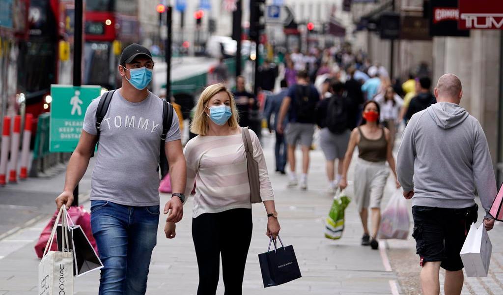 Bajan contagios diarios de COVID-19 hasta 853 en Reino Unido
