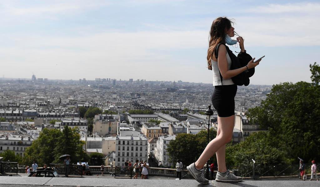 Registra Francia 3,304 casos de COVID-19 en el último día