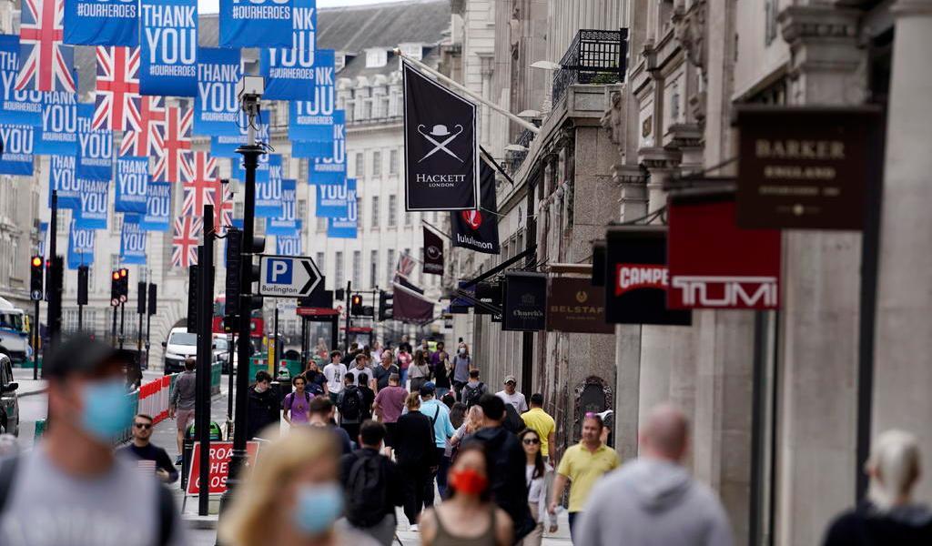 Notifica Reino Unido su mayor repunte de COVID-19 desde el 12 de junio