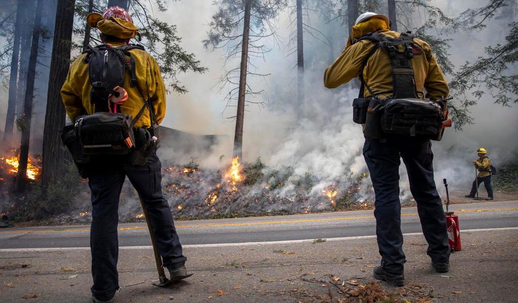 Siguen avances contra el fuego en California; hay dos personas desparecidas