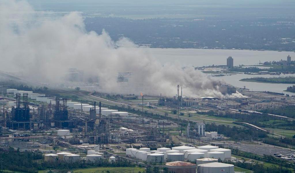 Se incendia planta química en Luisiana tras el paso del huracán 'Laura'