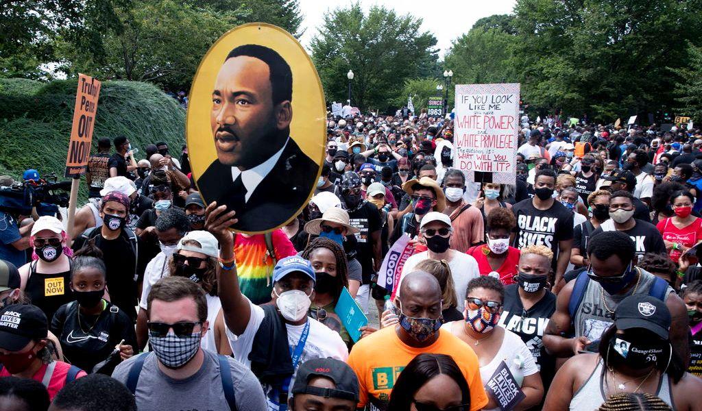 Miles piden justicia ante violencia policial