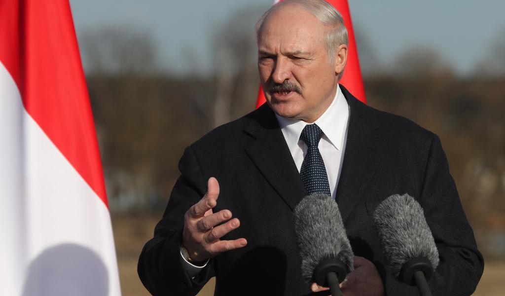 Lukashenko propone una Constitución renovada tras tres semanas de protestas
