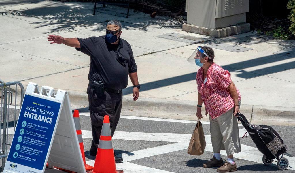 Casos de COVID-19 vuelven a niveles anteriores al repunte en Florida