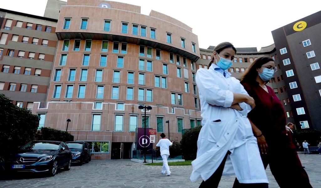Destinan primeras vacunas en Italia