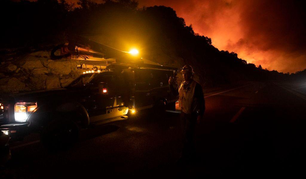 Vientos en California podrían empeorar fuego