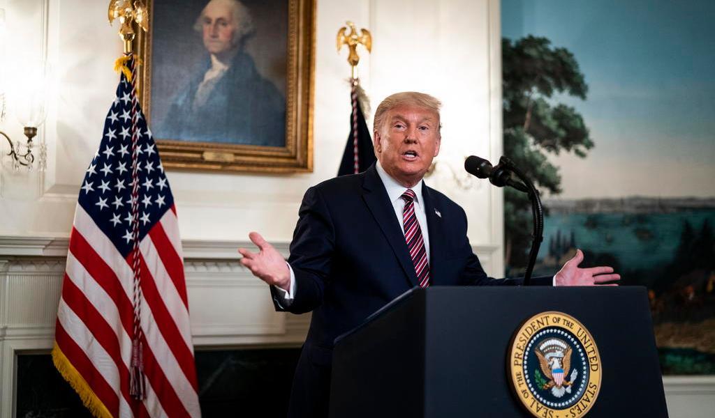 Trump dice que minimizó gravedad del COVID-19 para 'no crear pánico'
