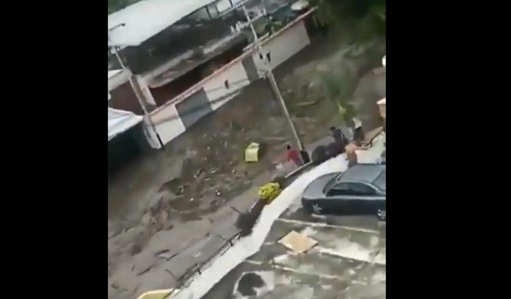 Alud arrasa con un centenar de casas en Venezuela sin causar muertos