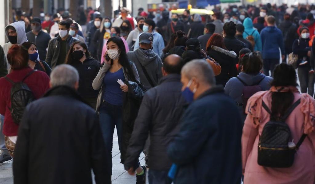 Chile suma otros 2,082 contagios y 54 nuevas muertes por COVID-19