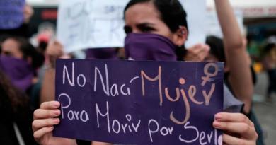 Policía desmonta protesta feminista por asesinatos contra niñas en Nicaragua