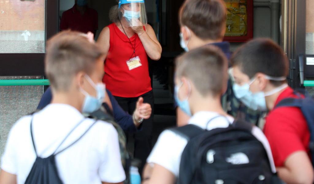 Reabren escuelas en ciudad italiana azotada por COVID-19