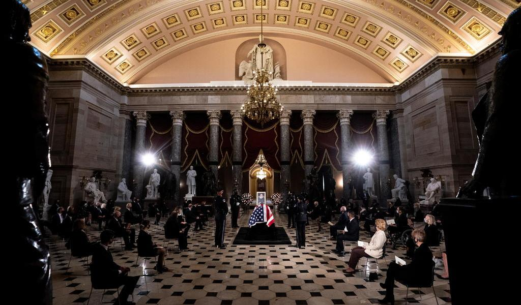 Ginsburg hace historia al recibir máximo honor póstumo en Congreso de EUA