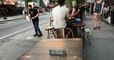 Permite Nueva York a los restaurantes servir en terrazas indefinidamente