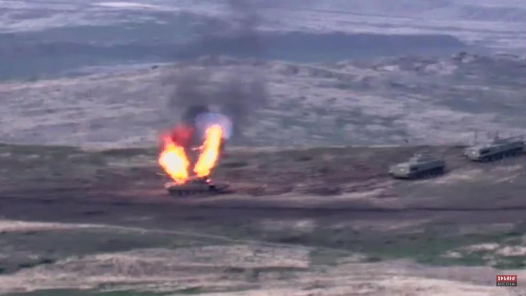 Se enfrentan Fuerzas Armadas de Azerbaiyán y Armenia