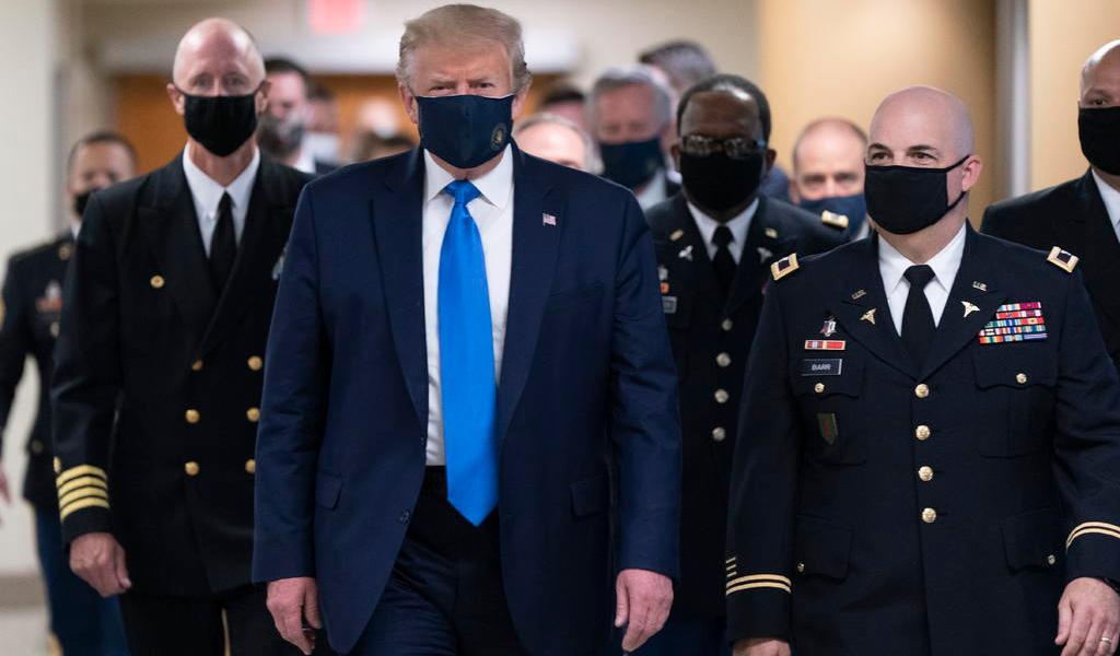 Médicos aseguran que Donald Trump evoluciona 'muy bien'
