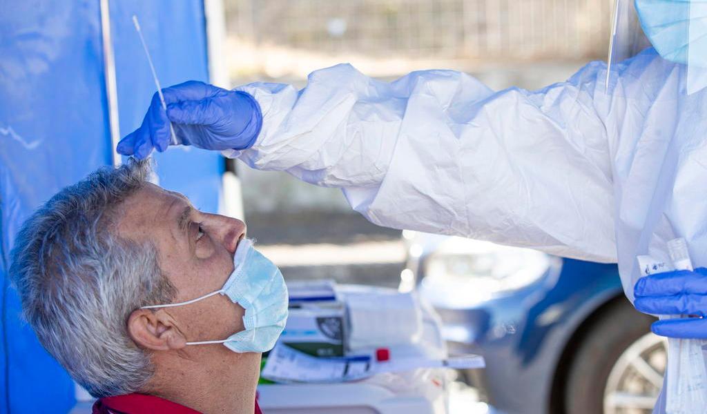 Suma Italia 2,257 nuevos casos de COVID-19; ha realizado menos pruebas